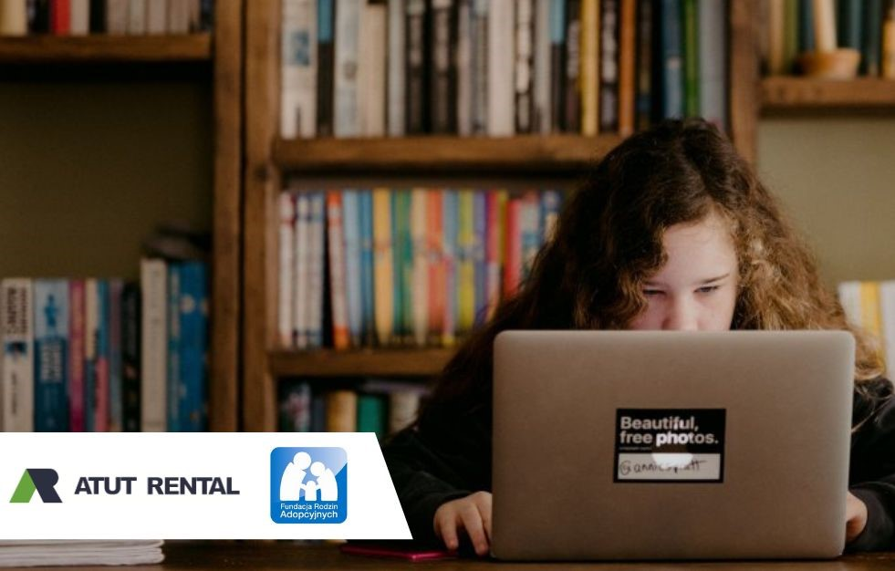 50 Laptopów do nauki zdalnej od ATUT RENTAL dla podopiecznych Fundacji